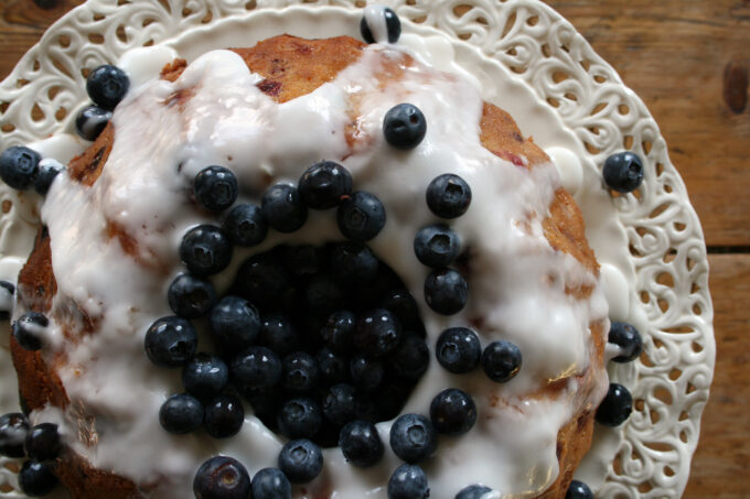 apple and mixed berry bundt cake